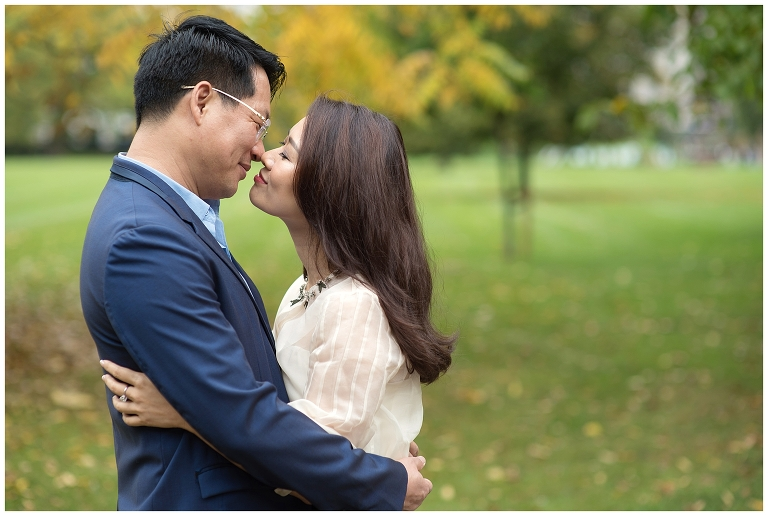 couple kissing at Hyde park, Central London engagement photography
