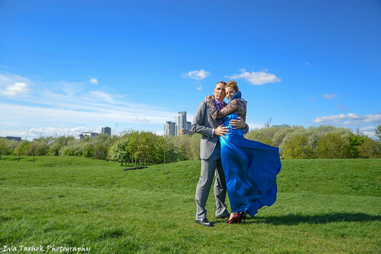 pregnant bride in sky blue dress, London Greenwich wedding photography