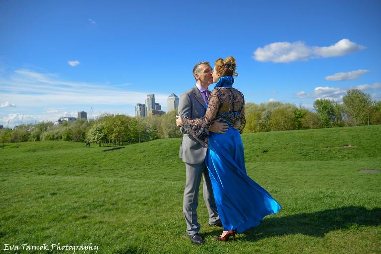 pregnant bride in sky blue dress, London Greenwich wedding photography