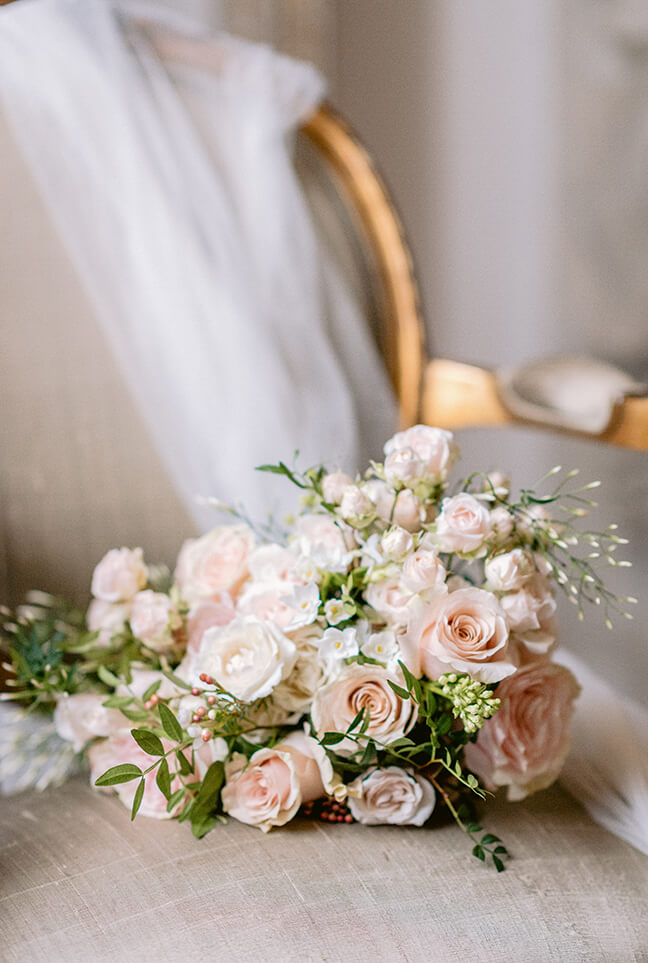 Eva Tarnok luxury London wedding photographer flowers