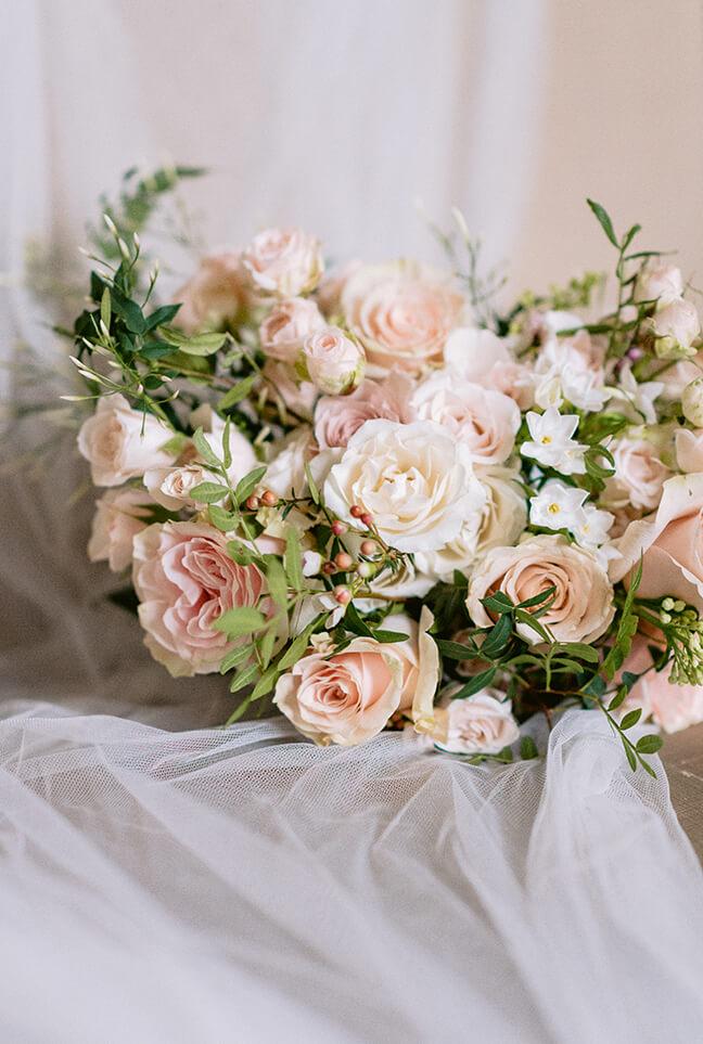 Eva Tarnok luxury London wedding photographer flowers